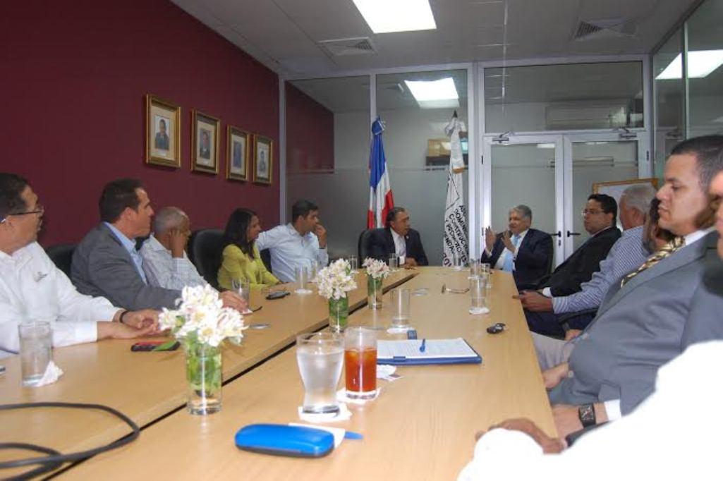 Eduardo Estrella dice Estado debe combatir déficit habitacional