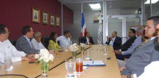 Encuentro de dirigentes del DXC con representantes del sector vivienda