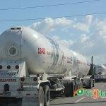 La doble carga en camiones es frecuente encontrarla en las carreteras y autopistas del país. (Foto: Genris García)
