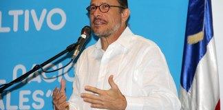 El ministro de Cultura, José Antonio Rodríguez, momento en que se dirige a los invitados al foro consultivo.