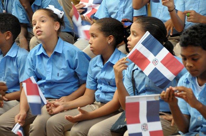 Estudiantes de la provincia Valverde dónde el presidente Danilo Medina entregó varias escuelas.