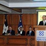 El procurador general, Francisco Domínguez Brito, en el inicio de la campaña de prevención de accidentes de tránsito.
