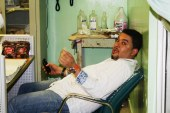 Médico agrede periodistas Benny Rodríguez y Paul Meguis