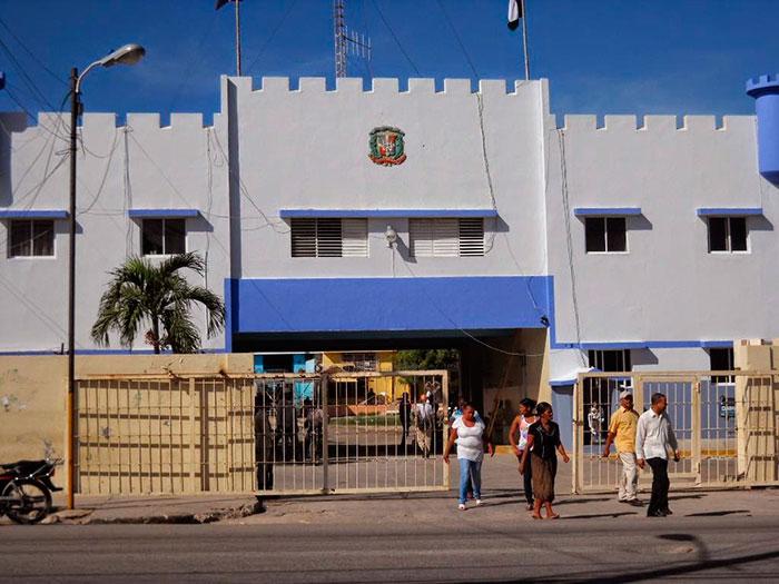 Policía sorprende 36 haitianos ilegales en Hotel de Barahona