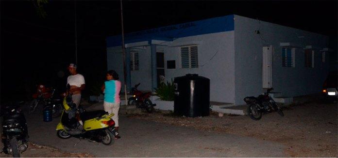 Así estaba la sede de la Policía en Cabral, como la boca de un lobo y el pueblo lleno de miedo por los pleitos entre bandas. Ah, solo hay tres policías, sin vehículos.