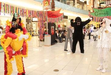 Exposición de personajes y fotografías del Carnaval de La Vega
