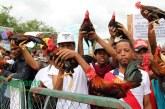 Galleros protestan frente al Palacio Nacional por alzas de impuestos