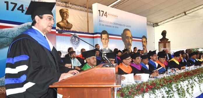 En graduación de 1,449 nuevos profesionales