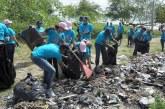 Medio Ambiente, Salud y Alcaldía limpian playa de Boca Chica