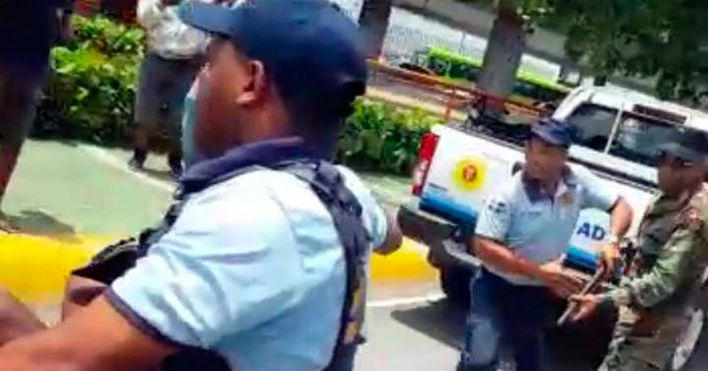 "PN investiga muerte ""limpiavidrios"" a manos de policía municipal"