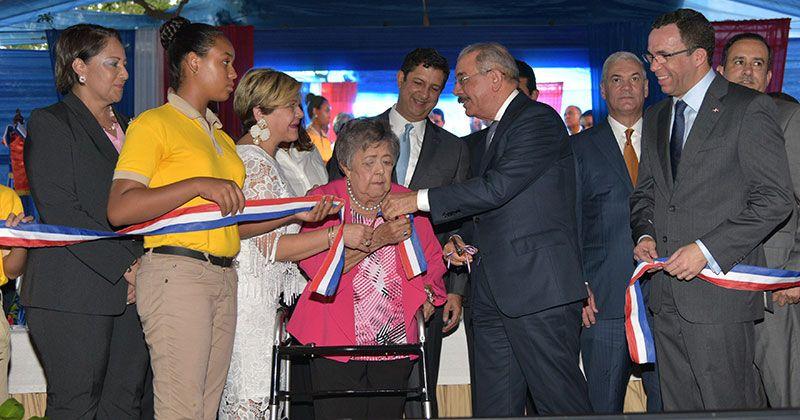 Danilo entrega tres nuevos centros educativos en Santiago