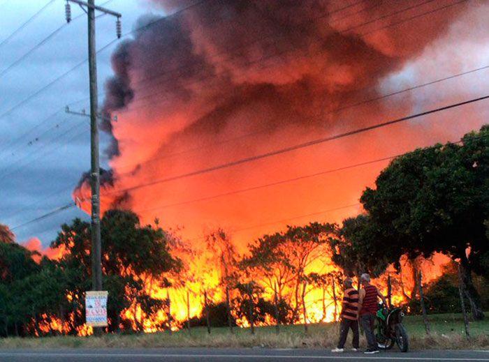Incendio de grandes proporciones afecta taller de ebanistería de La Vega