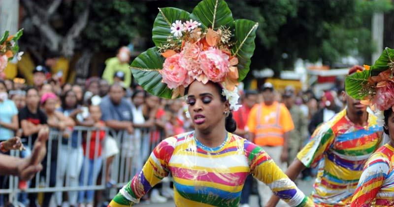 ASDE lleva Carnaval Santo Domingo Este 2019 al sector Invivienda