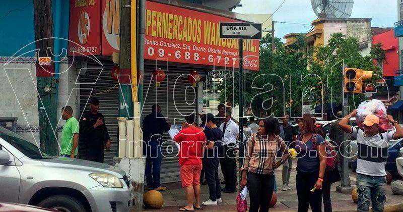 Pro Consumidor cierra supermercado chino en la avenida Duarte
