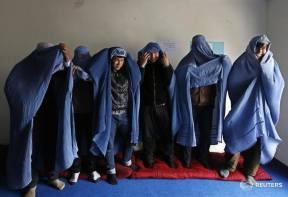 Hommes solidaires des femmes contraintes de porter la burqa