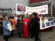 Manifestation catholique intégriste anti-IVG devant l'höpital TENON