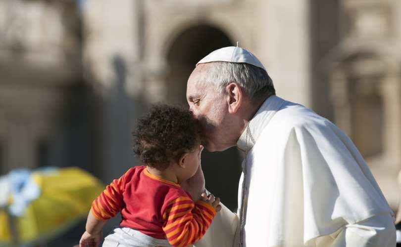 """Papa Franjo osudio rodnu teoriju po treći put: """"Obitelj je pod napadom"""""""