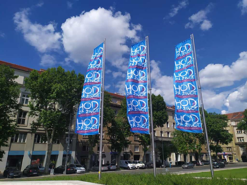 IMG 20200527 WA0003 - Zadivljujući prizor: zastave Hoda za život po cijelom Zagrebu