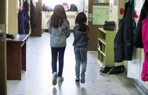 Pas aux écoles anglophones de décider des dates de réouverture, dit Québec