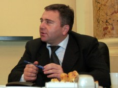 La sediul Prefecturii Ilfov a avut loc, marti, o intilnire informala cu prefectul judetului, Marian Petrache (S), si subprefectul Valentin Delcea (D).