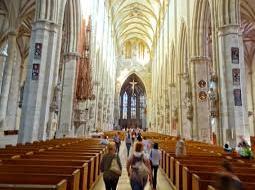 ये हैं दुनिया के सबसे बड़े 10 चर्च, इनकी खूबसूरती भी है लाजबाव