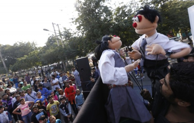 Puppet Show being performed at the Raahgiri Day