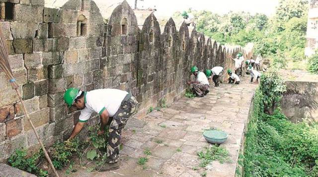 Bandu Dhotre and his team of volunteers at work in Chandrapur fort.