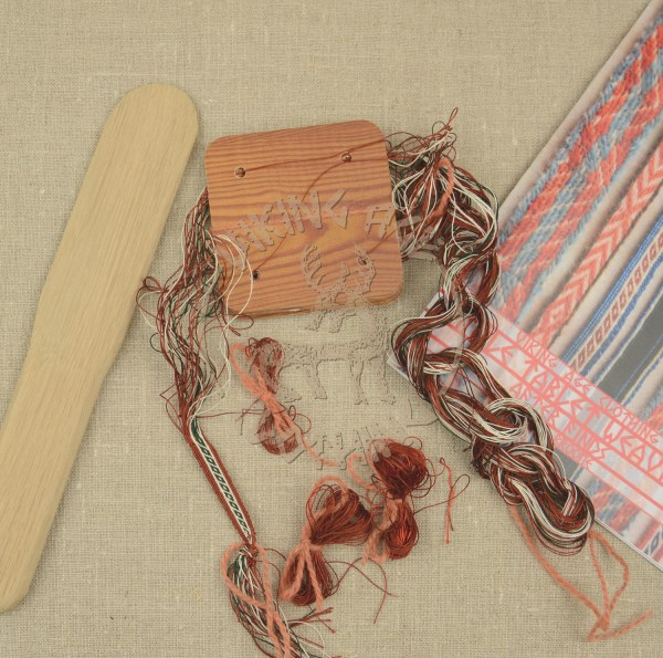 Kit for tablet weave from Oseberg , green and red