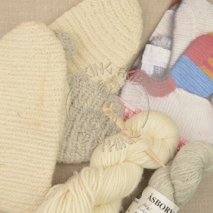 Kit for nalbound mittens from Iceland and Oslo