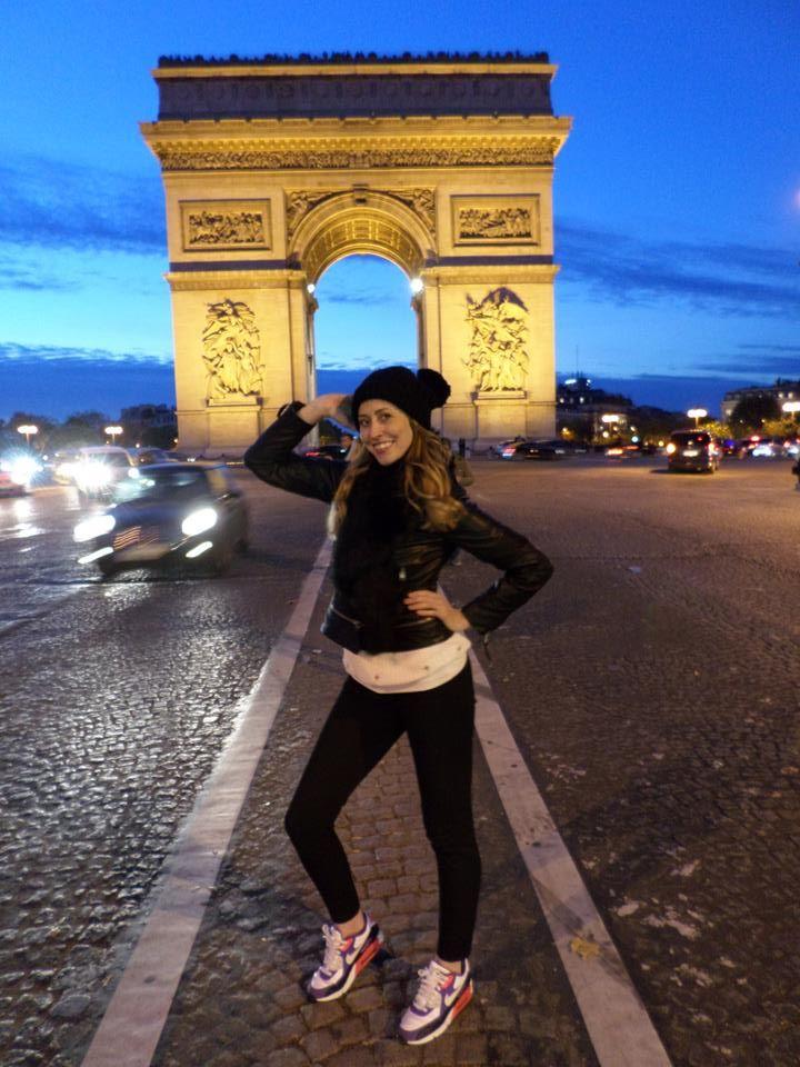 arc du triomphe at night paris