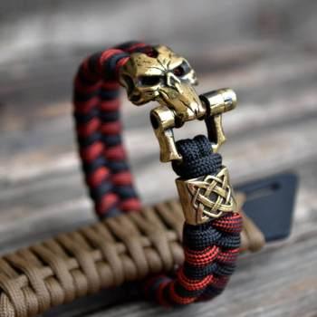 Фото паракордовый браслет с застежкой маска смерти и бусиной из латуни