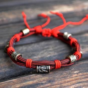 Фото паракордовый браслет с рунами