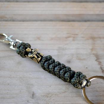 Фото брелок из паракорда с карабином и кольцом для ключей