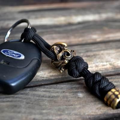 Фото паракордовый брелок для ключей