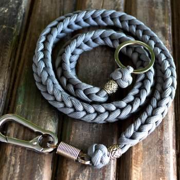 Фото ланьярда серого цвета для ключей