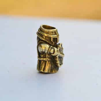 Фото бусина Воин из латуни