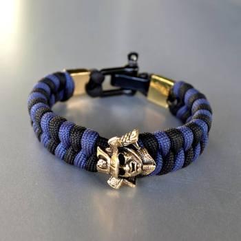 Фото синий с черным браслет из паракорда с бусиной самурай и застежкой