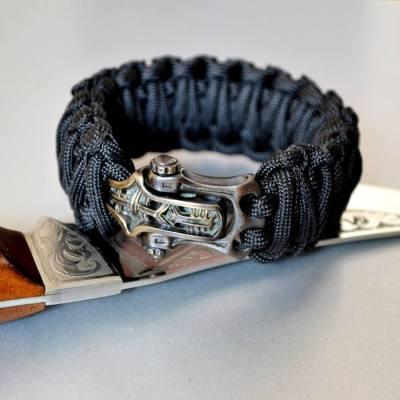 Фото плетеный браслет из паракорда