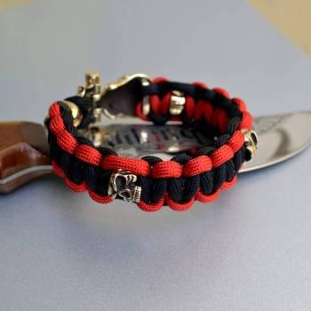 Фото паракордовый браслет с бусинами череп