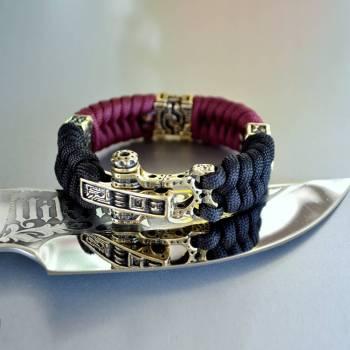 Фото двухцветный паракордовый браслет с бусинами