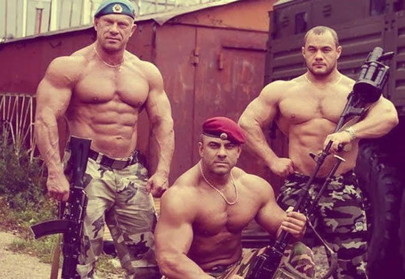 Három átlagkatona az Orosz Különleges Erők kötelékéből. Itt az ideje izgulni