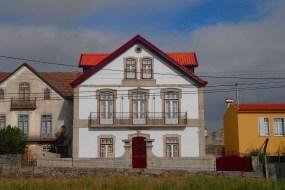 Restaurada em 2009 e rebatizada como Casa de Samarreiros, esta é atualmente propriedade e habitação de férias da família de Carlos Vasques (Bombarral)