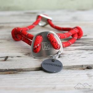 rött halsband från ruffwear klätterrep