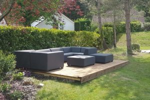 Terras met lounge set