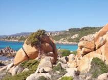 Les Bruzzi, sentier côtier et plage