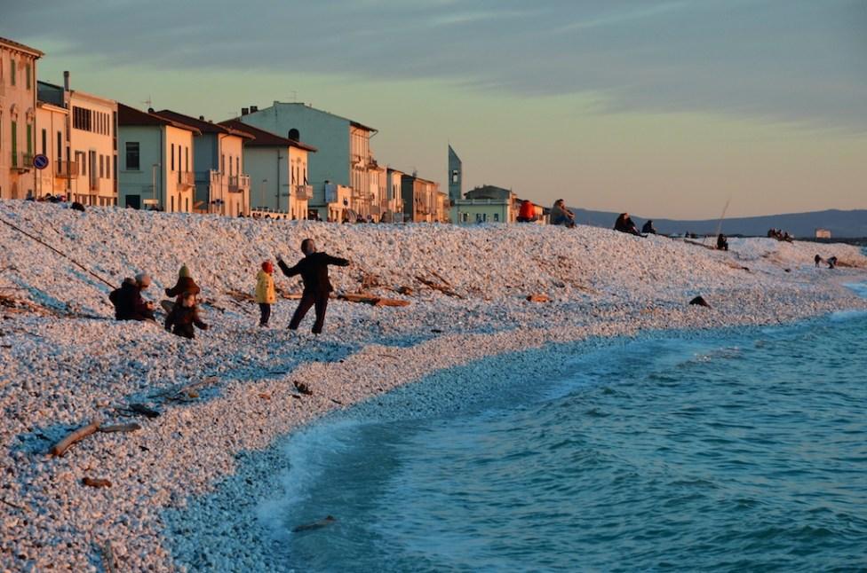 Tramonto sulla spiaggia di Marina di Pisa
