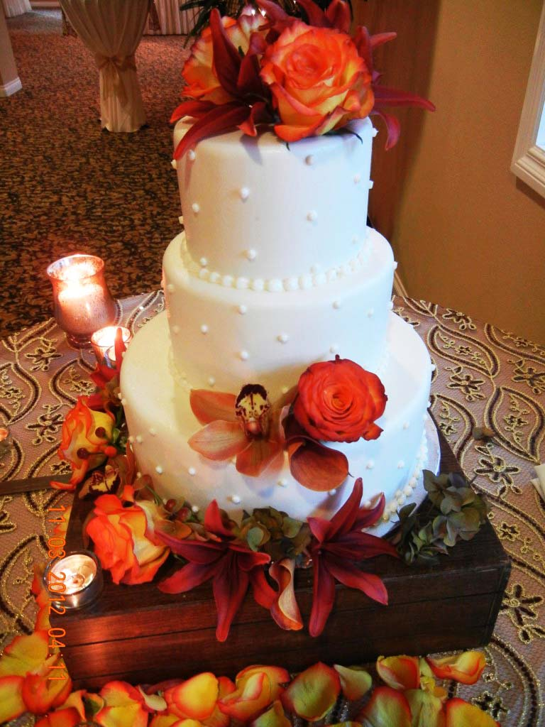 Wedding Cakes by Creative Cakes | The Villa