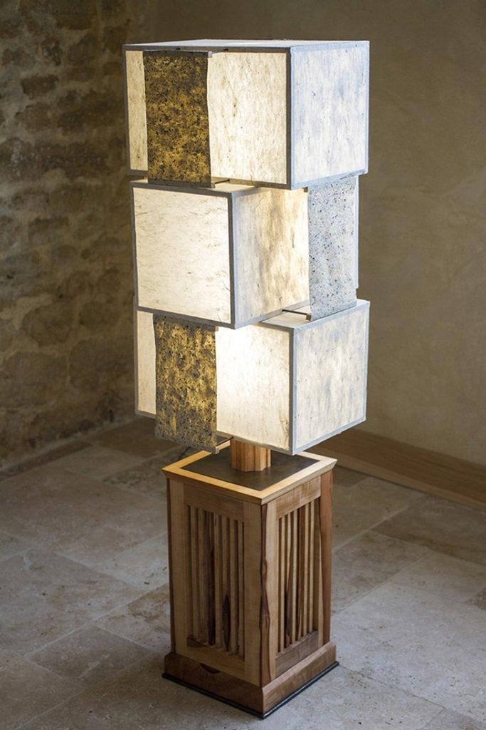 L'Atelier Villard - Lampe komorebi en cormier et papiers japonais (réalisés par Benoît Dudognon, à Arles)