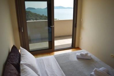 Спальня с видом на море с панорамными окнами, 2ой этаж виллы Feel the Sea