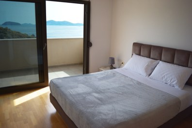 Bedroom with king-size bed, Feel the Sea Villa